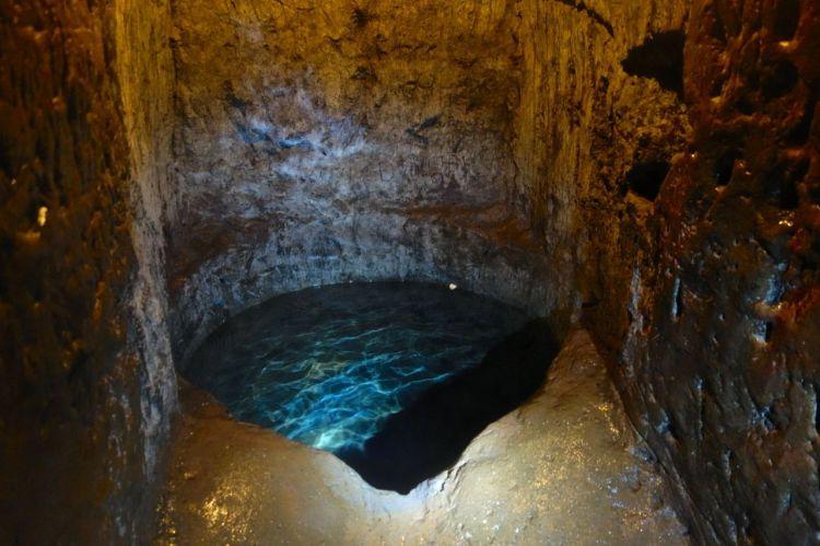 Källans klara vatten underlättade verkligen livet i tunnlarna.
