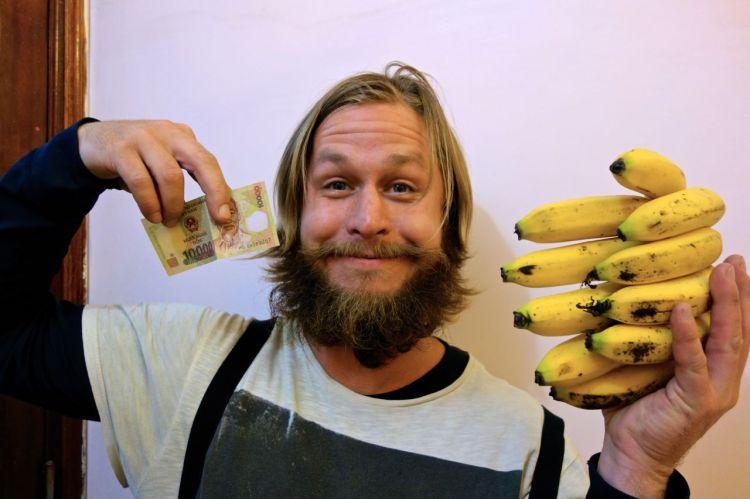 Såhär många bananer får en för 10 000 dong (ca 3 kr).