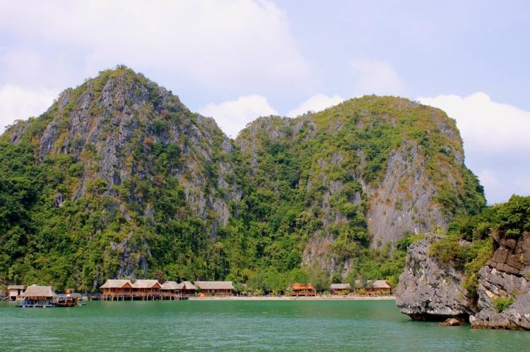Översiktsvy på resorten på Nam Cat Island