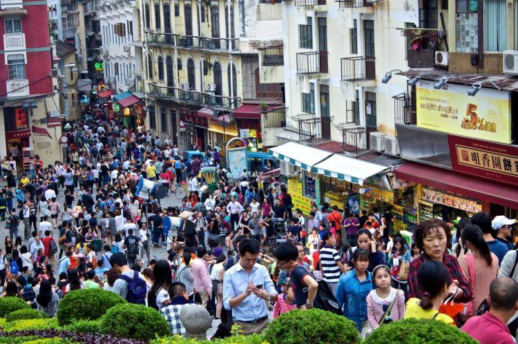 Det är hög densitet på turisterna i gamla delen av staden.
