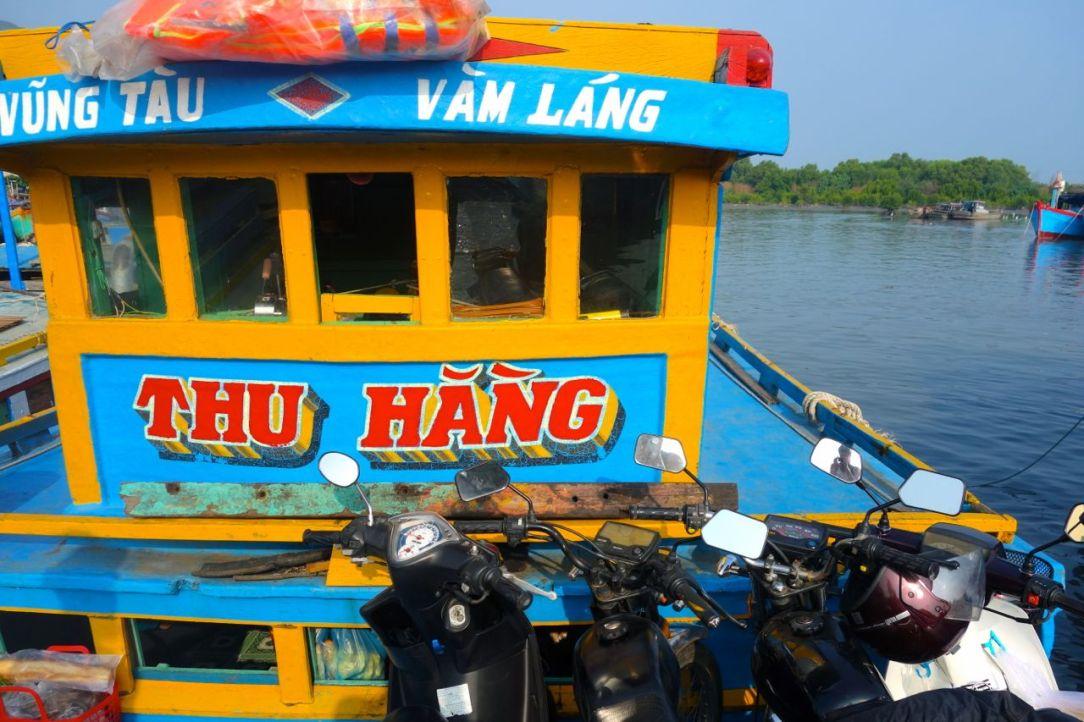 Motosarna tycker det är fantastiskt kul att åka båt!