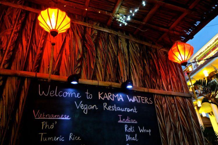 Mattips Hoi An: missa inte Karma Waters. Vegansk restaurang som (till Mattias förtret) varken serverar alkohol eller tillåter rökning. Njut av hälsosamma juicer (morot-äpple-ingefära blev mitt val), fantastisk tofu, härliga sallader och vegetariska varianter av klassiker. Helt utan socker och konserveringsmedel.