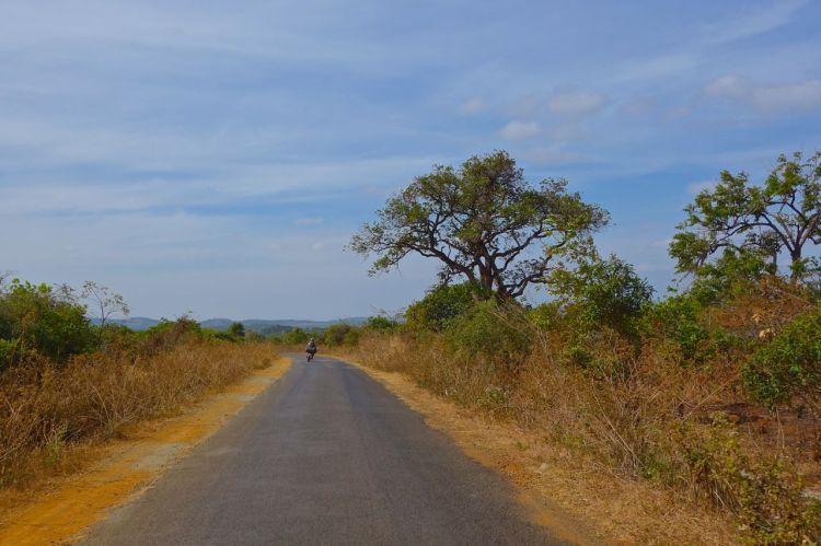 Vägen från Pleiku till gränsen var en äventyrlig fröjd! Vad gör väl några hål i vägen när världen är vacker?