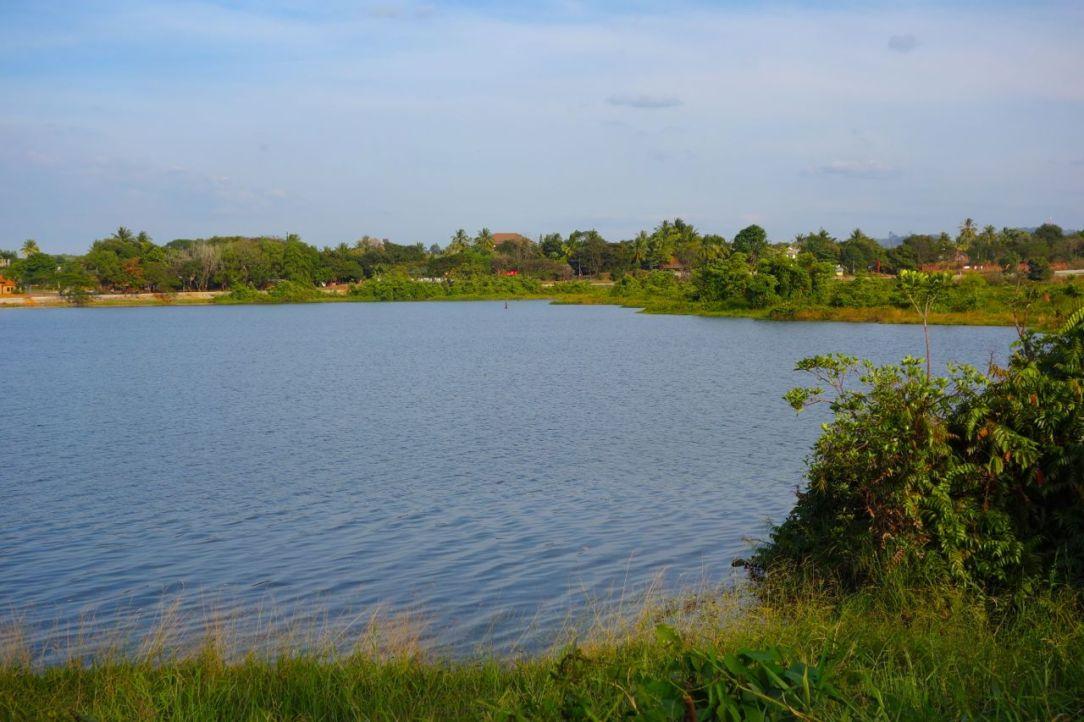 De många sjöarna visar att mycket i Kambodja är vått...
