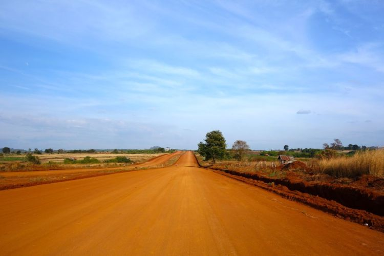 Minst lika mycket som är vått i Kambodja är också torrt. Här har de optimistiskt börjat med en motorväg som slutar i...