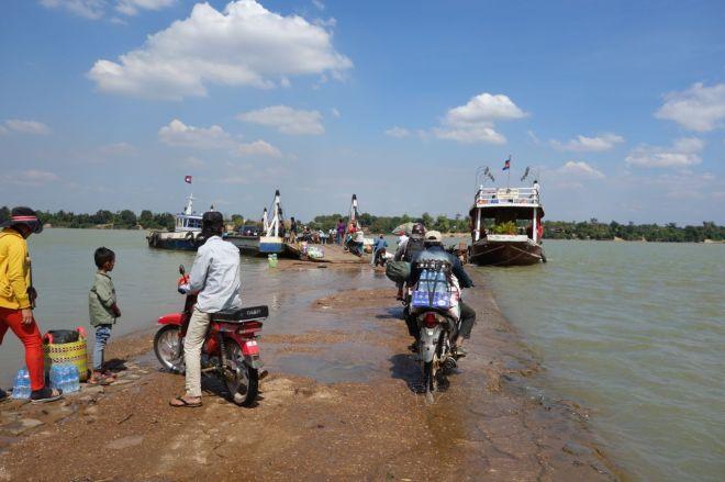 Piren ut till färjan över Mekong var lite av ett eget äventyr på Äventyret.