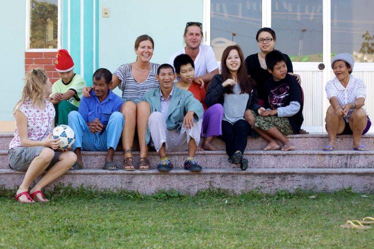 Gruppbild, tagen av en av de boende på stödboendet. Att fotografera är kul!