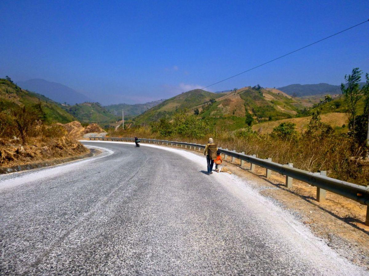 Både himmel och helvete är nära på motorcykel i Vietnam