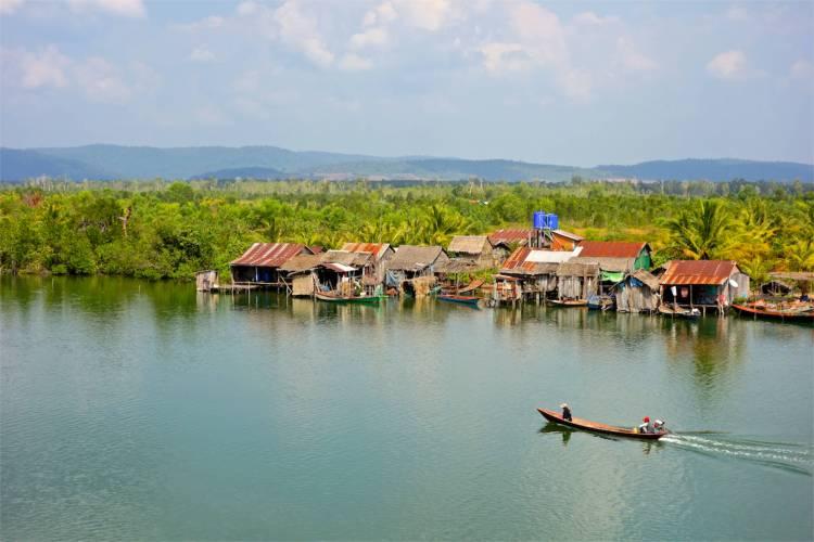 En liten by vid sidan av en annan flod.