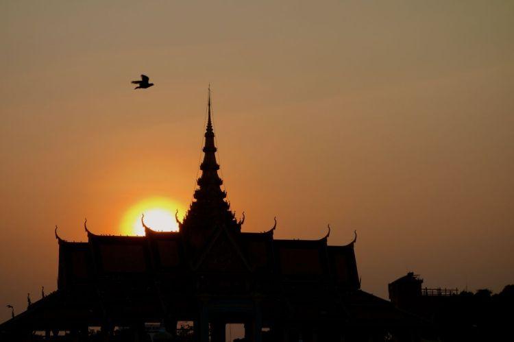 Solnedgång över Kungliga palatset. Vacker, vacker stad.
