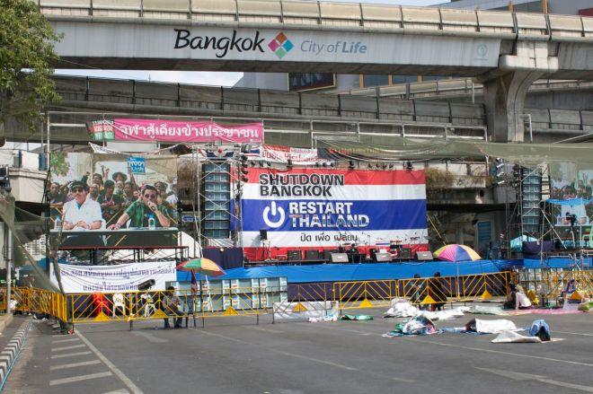 Motståndsrörelsens slogans: Stäng ned Bangkok, Starta om Thailand