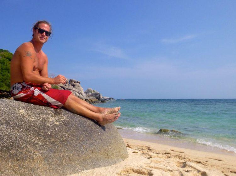 Mattias vilar rumpan på en bumling efter lite snorkling
