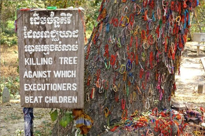 På Dödens fält utanför Phnom Penh i Kambodja finns ett träd som tidigare var täckt av blod. Barn avrättades genom att slås med huvudet före mot stammen. Ibland gör inte ett förlåt någon skillnad på det som redan hänt, men förhoppningsvis kan det påverka framtiden till någonting bättre.