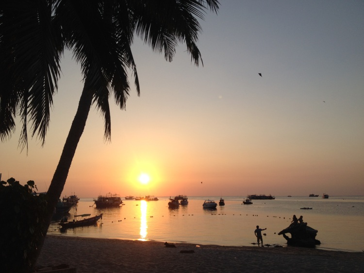 Solnedgångarna i Sairee är härliga. En gång gick vi på middagsdejt i veckan. Annars ser vi varandra under en snorklingspaus eller en lunchutflykt.