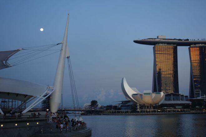 Allt är inte guld som gnistrar.. En del är hotellet Marina Bay Sands. Under solnedgången reflekteras ljuset fantastiskt vackert i fasaderna.