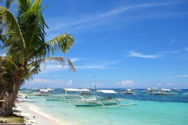 Utsikten från min badplats vid dykresorten Bohol Divers Club där vi bor och dyker.