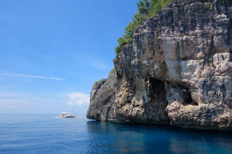 Lilla, lilla dykbåten och stora, stora klippan.