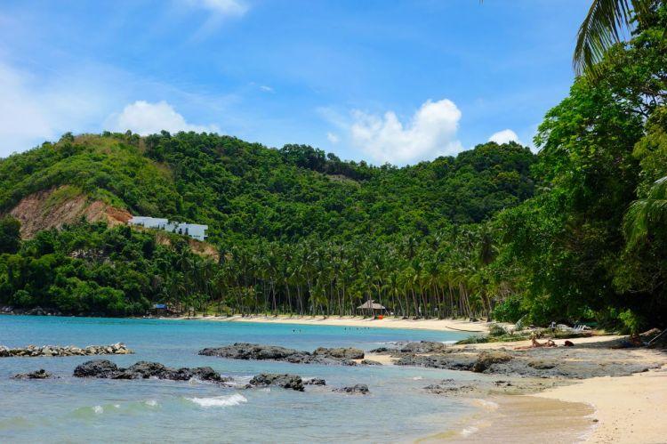 Las Cabanas är fortfarande en rätt orörd strand, men den är uppköpt. Vid trädlinjen står ett stängsel som deklarerar att det är privat mark. Snart finns det nog mer än en plats att bo.