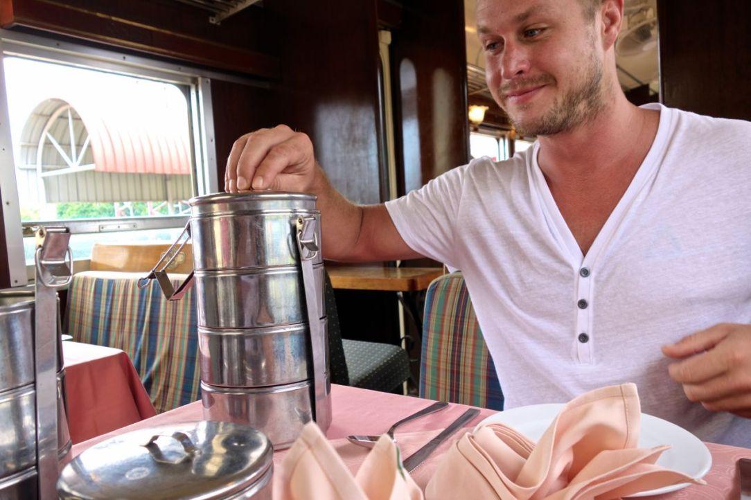 På hemresan serverades en femrätters lunch i torn. Över all förväntan gott!