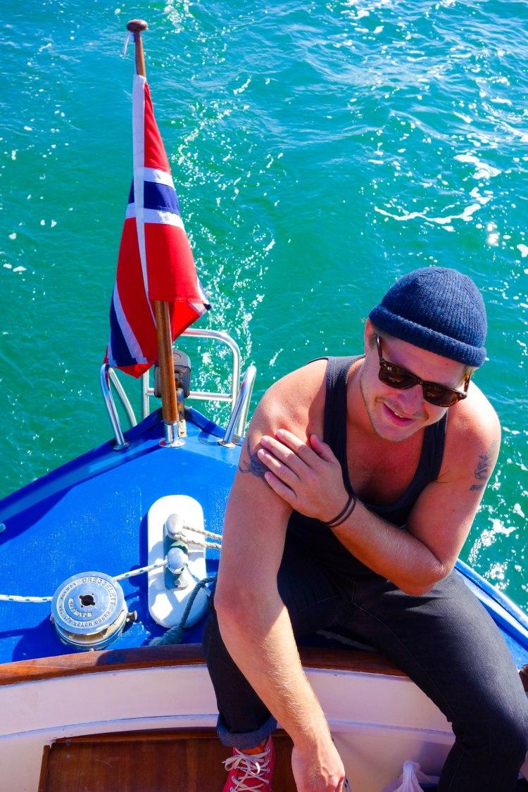 Mattis trivs som allra, allra bäst på båt.