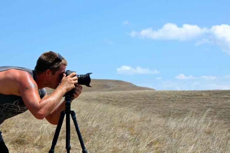 För att få den där bilden måste en vandra över karga, vackra landskap. Ön Rinca bjöd verkligen på vyer.