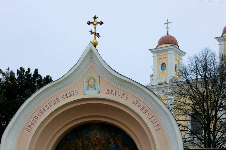 Kyrkor, kyrkor, kyrkor. Det finns inte en gata utan en byggnad med kors på i centrala delarna av stan.