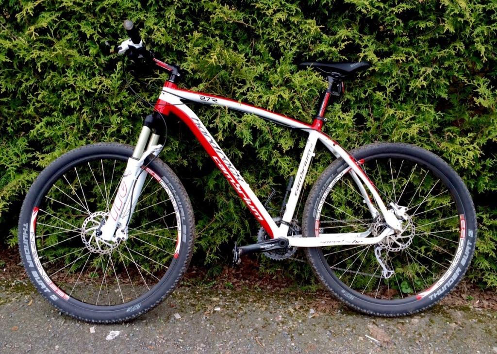 Min nya älskling! Det sämsta med cykeln är att den måste tas omhand. Det bästa är att en får använda vattenslang!