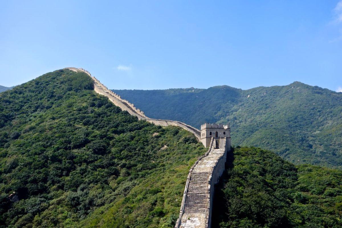 Kinesiska muren är egentligen Den långa muren