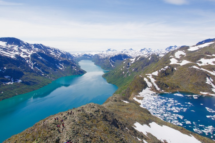 Utsikten. Vattnet, isen, bergen. Det är verkligen jättarnas hemvist!